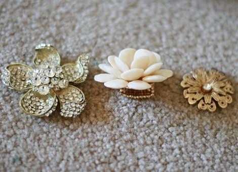 flores de colgantes y broches