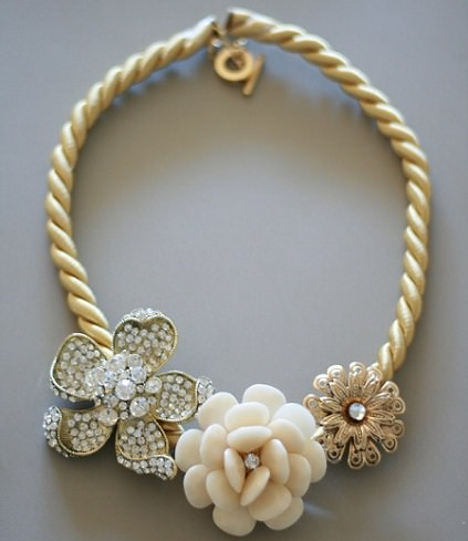 collar reciclado de flores