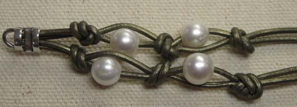 como-se-hace-una-pulsera-de-cuero-y-perlas
